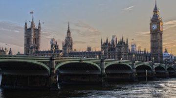 Best shares to buy for beginner in UK